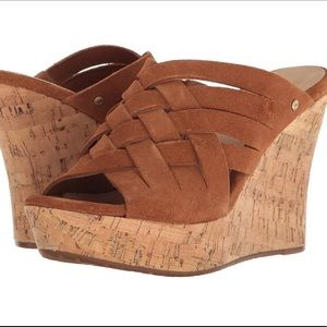 Ugg Marta wedge sandal in Size 8